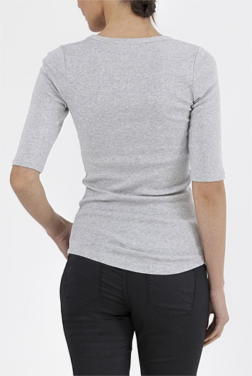 Country Road image showing length of T-shirt body and sleeve.  Photograph:  Country Road
