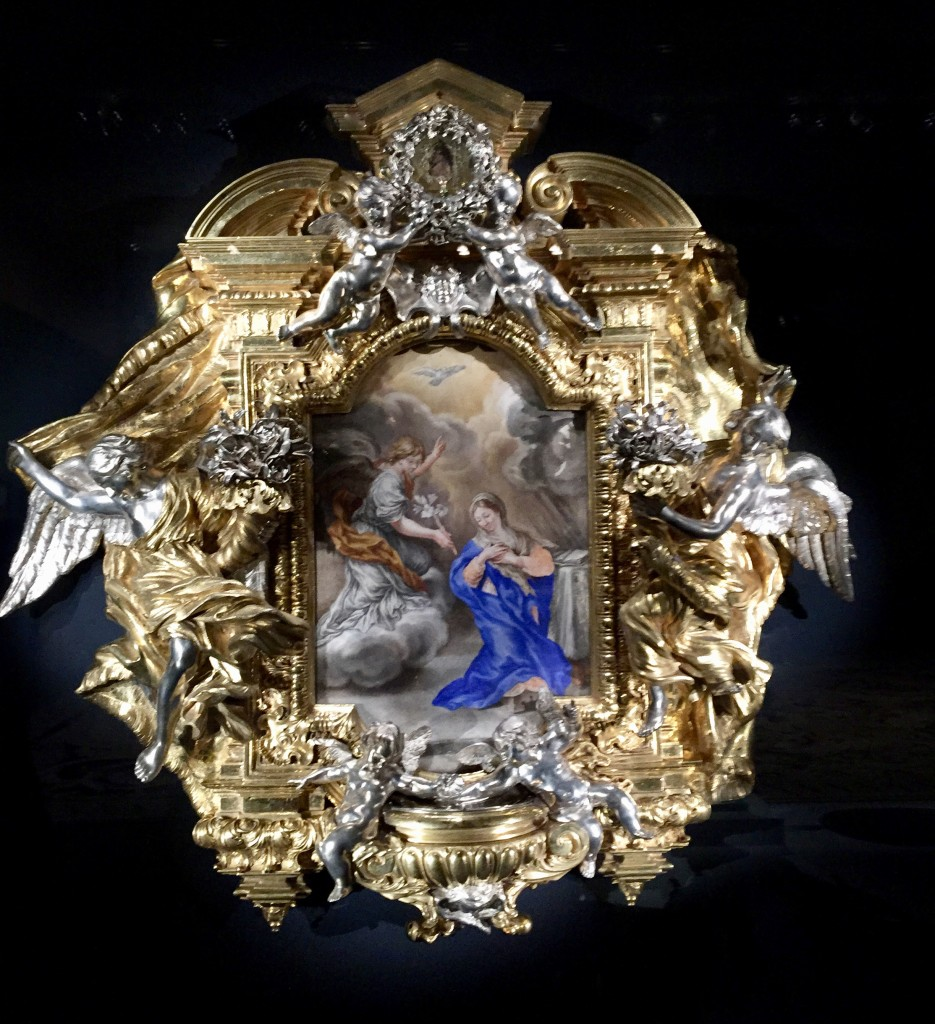 Queen Marie-Therese reliquary 1665-74 gilded bronze, silver, paint of vellum  Photograph  GRACIE