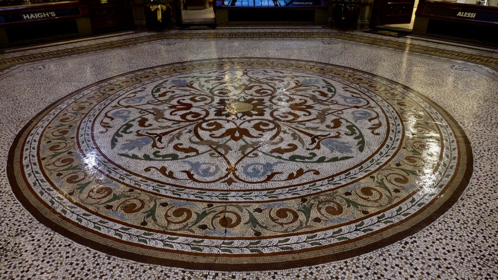 Elaborate mosaic tiling  Photograph:  GRACIE